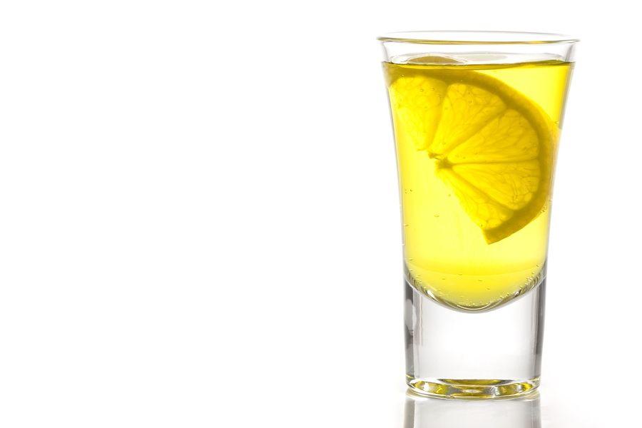 Woda z dodatkiem cytryny